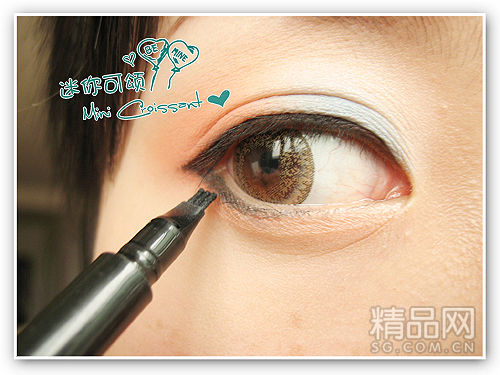 用的kate三头小神笔画眼线,这里眼线可以画稍微粗些.