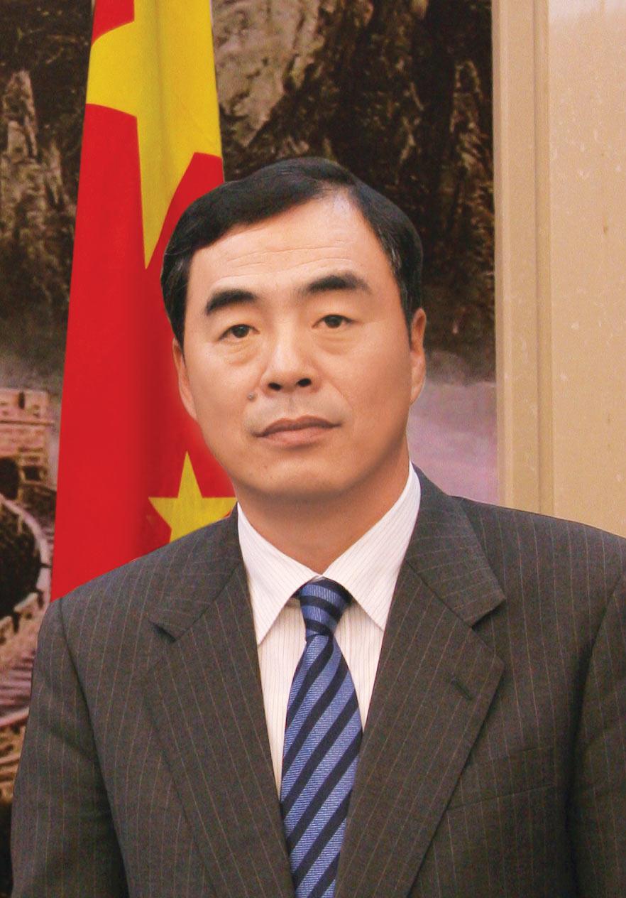 中国驻越南大使孔铉佑携馆员向全国人民致以新