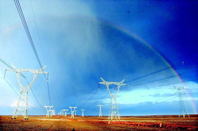 图为哈密南—郑州千伏特高压直流输电工程线路新疆段