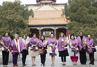 组图:彭丽媛同APEC领导人夫人游颐和园 共赏宫廷舞