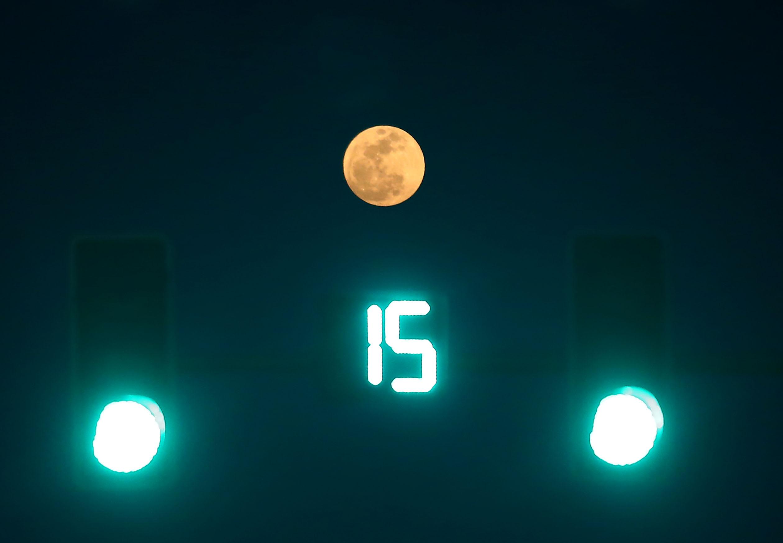 (锐视角)(1)十五的月亮