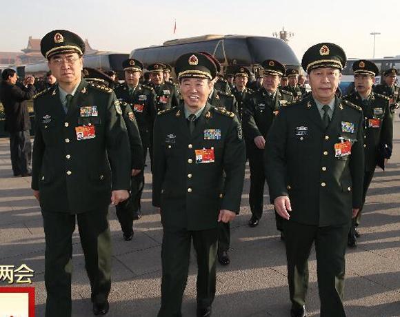 解放军代表团列队参加两会闭幕仪式