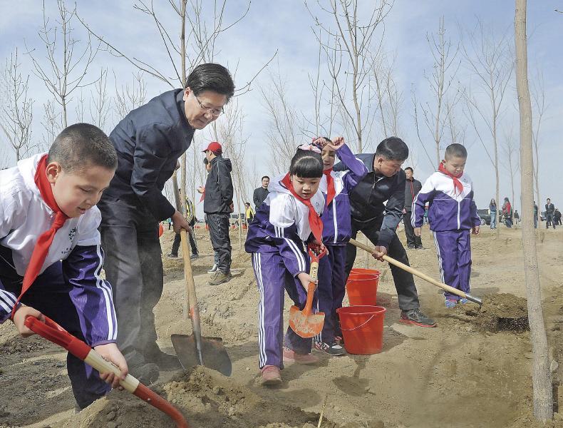 乌鲁木齐南旅基地道路绿化景观工程道路全长20.
