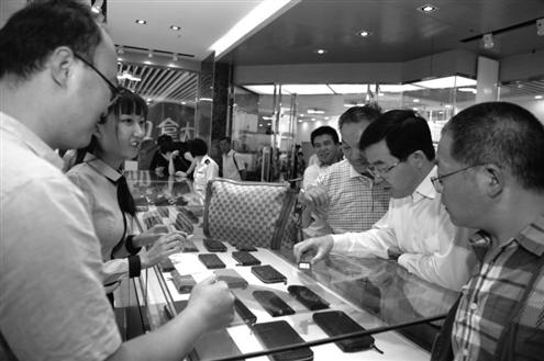 """的进口商品.""""韩国的化妆品、服装、小家电等商品很受消高清图片"""