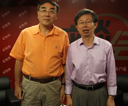 刘纪鹏教授(左)和曾鸣教授(右)